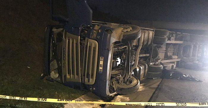 Beykoz'da TIR devrildi! Sürücü hayatını kaybetti