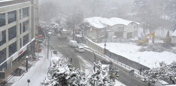Beykoz'da kar kalınlığı 20 santime ulaştı
