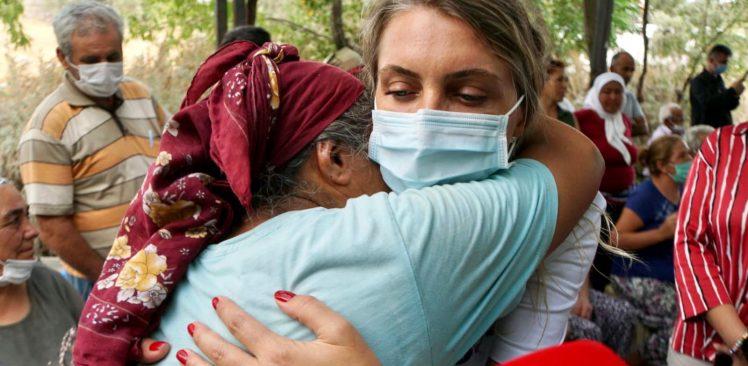 Dilek İmamoğlu ve İstanbul Vakfı'nın yardım tırı afet bölgesinde