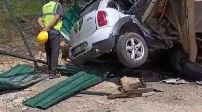 Beykoz'da yokuş aşağı inen kamyonun freni boşaldı